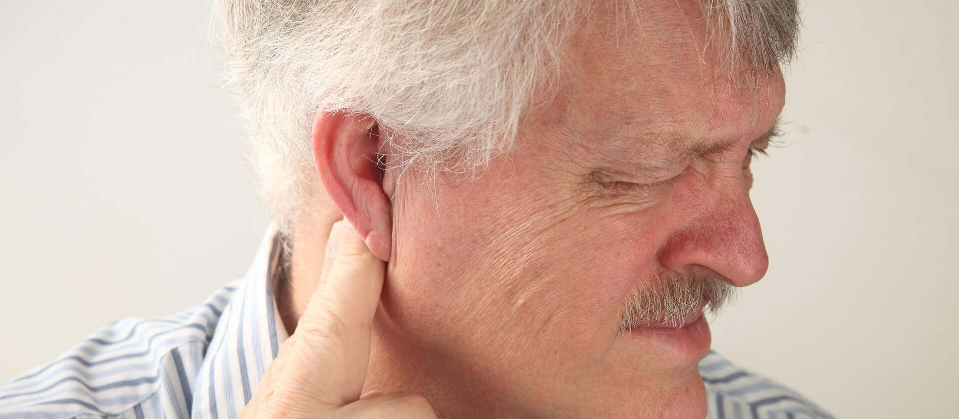 Боль за ухом: виды, причины появления, методы лечения