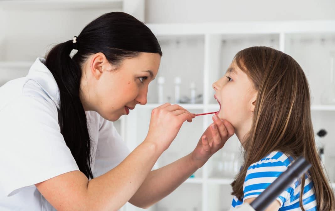 Как быстро вылечить горло: спасаемся от неприятной боли