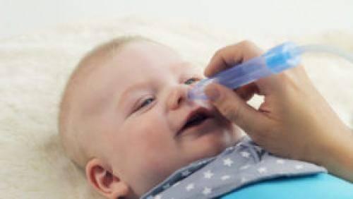 У ребенка текут сопли как вода: что делать и чем лечить жидкий насморк