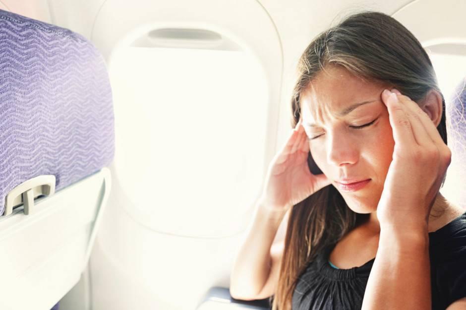 Почему в самолете закладывает уши и что делать. после самолета заложило ухо и не проходит закладывает уши в самолете что делать отзывы