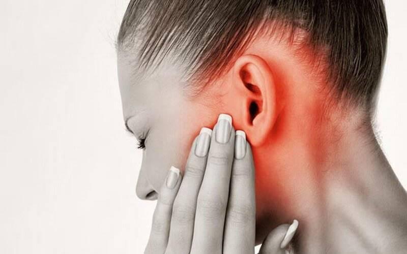 Заложило ухо, боль и шум в голове: при насморке, давлении, самолете, у ребенка. причины и топ-4 способа лечения в домашних условиях