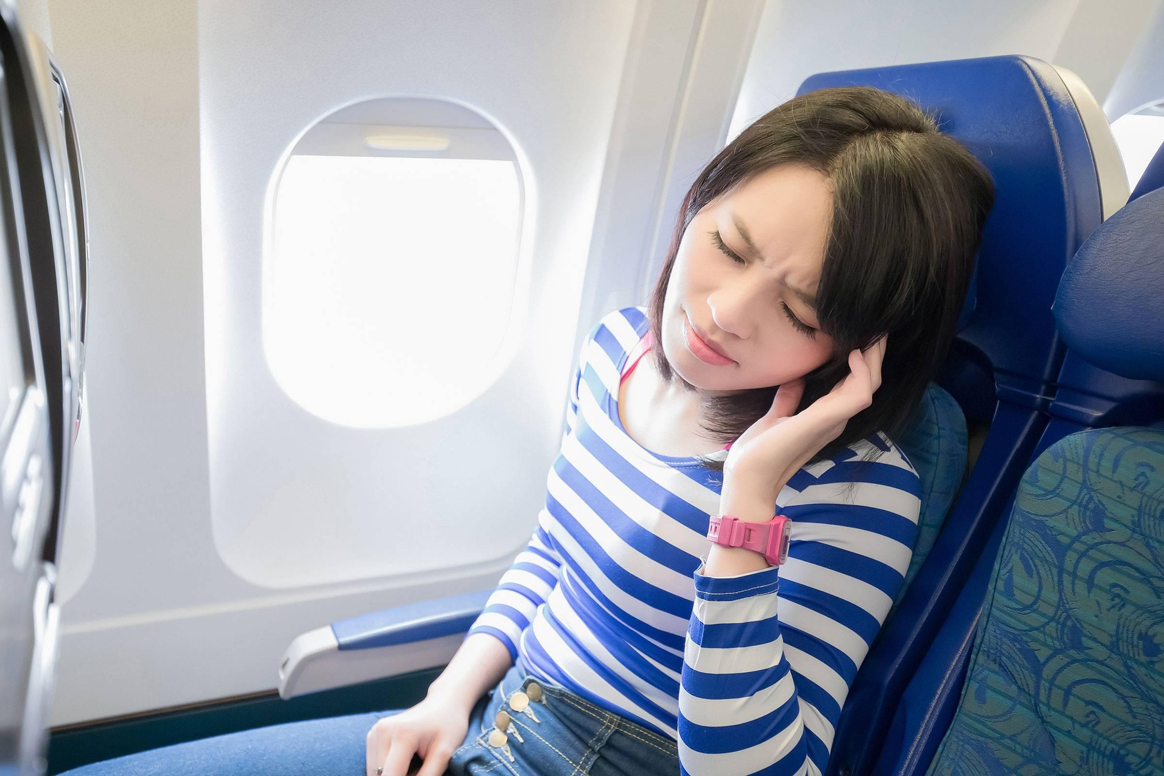 что делать если заложило ухо после самолета