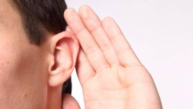 При каких заболеваниях давит на уши изнутри — симптомы причины лечение