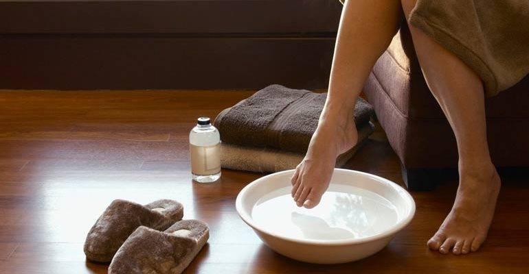 Парим ноги с горчицей при простуде, насморке или кашле. польза и противопоказания