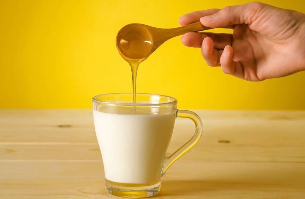 Молоко с медом от кашля рецепты с маслом чесноком и тд для детей и взрослых