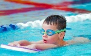 В бассейн с насморком:  популярные вопросы и ответы на них