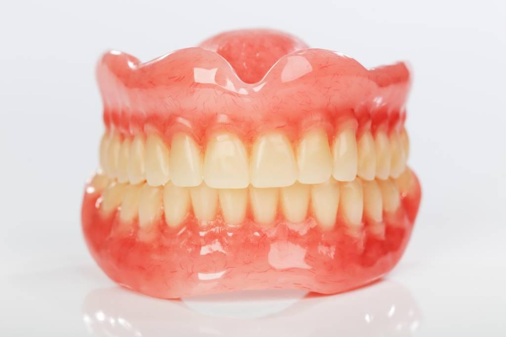 Гибкие зубные протезы: цены и стоимость