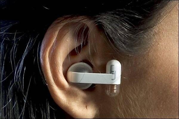 Если ухо не слышит и шумит: что делать и как это лечить?