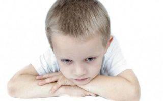 ребенок дергает глазами