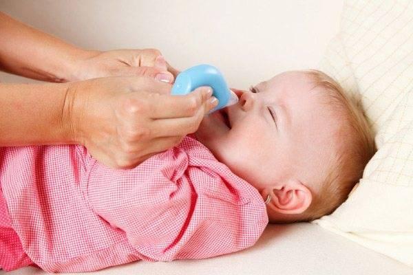 как лечить насморк у детей до года комаровский