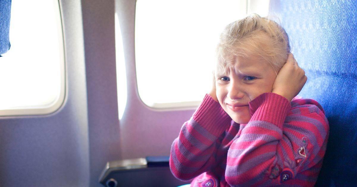 закладывает уши как в самолете причины