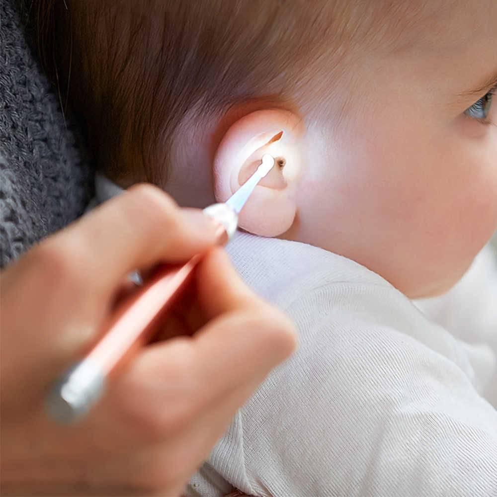 Как почистить уши ребенку от серы?