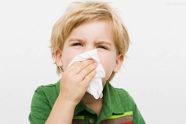 У грудничка кашель и насморк без температуры