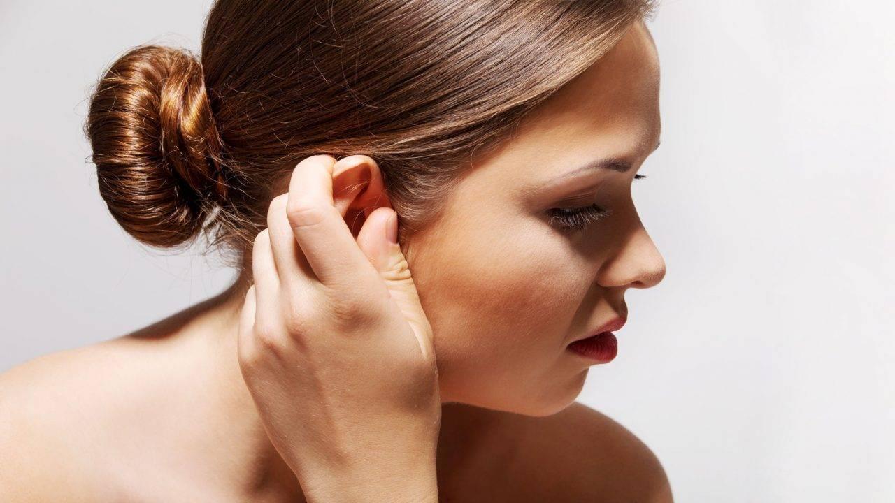 Почему чешутся уши снаружи: причины и лечение