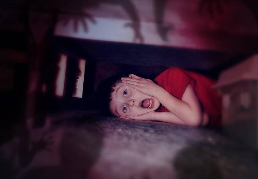 Боязнь темноты или никтофобия: почему возникает и к чему приводит страх