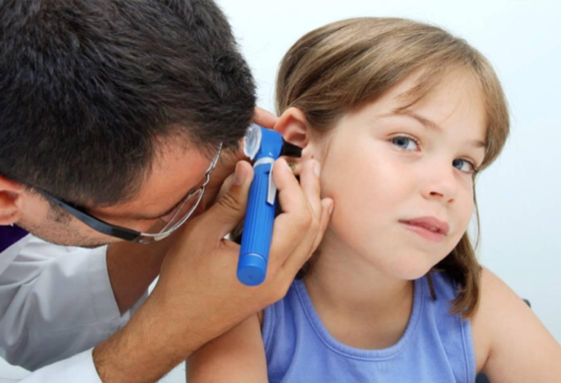 у ребенка болит ухо без температуры