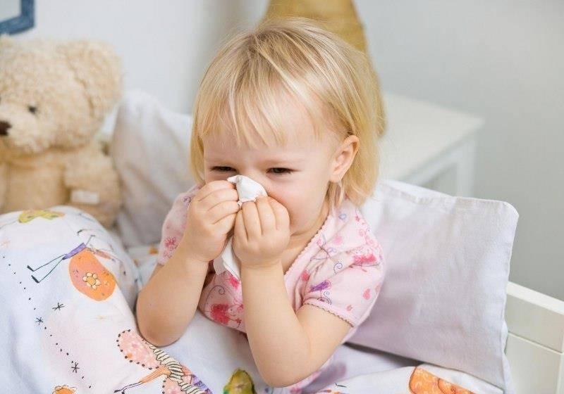 Чем лечить насморк у детей 2 лет? советы и рекомендации