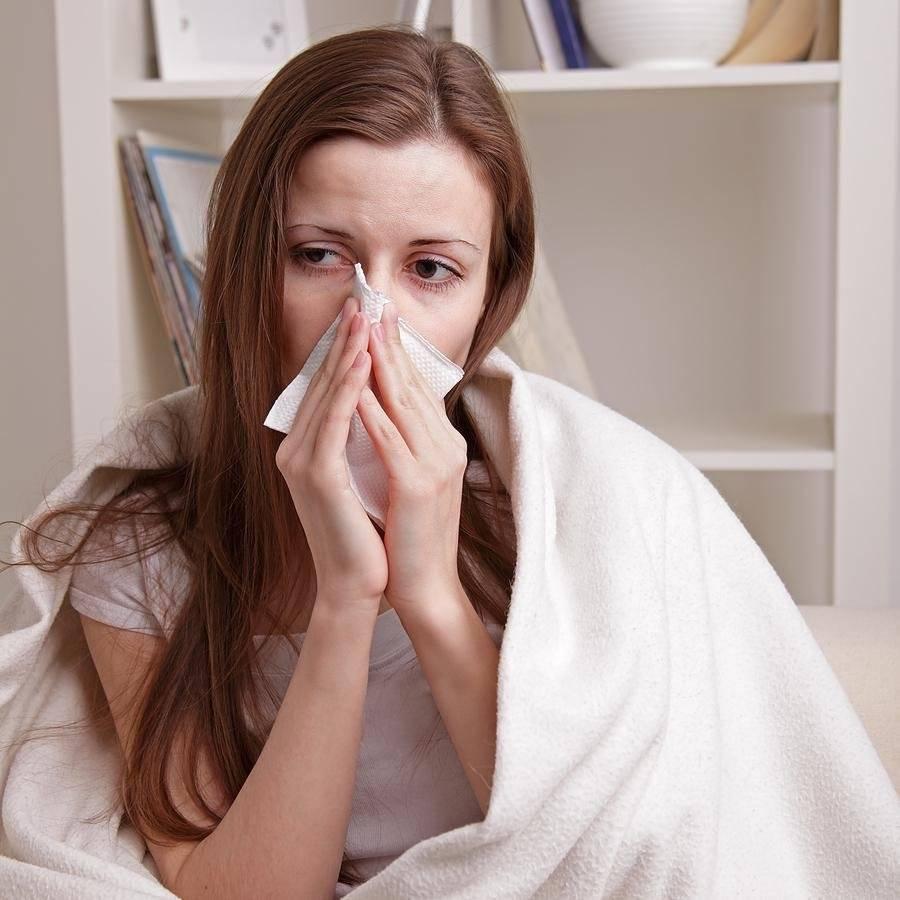 симптомы насморк чихание слезятся глаза