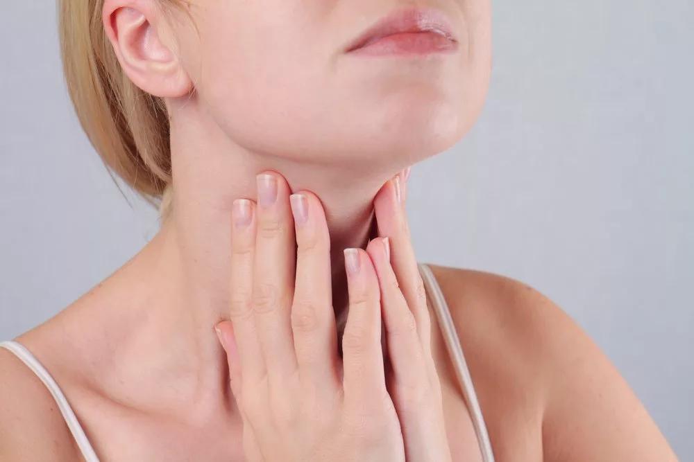 душит щитовидка причины