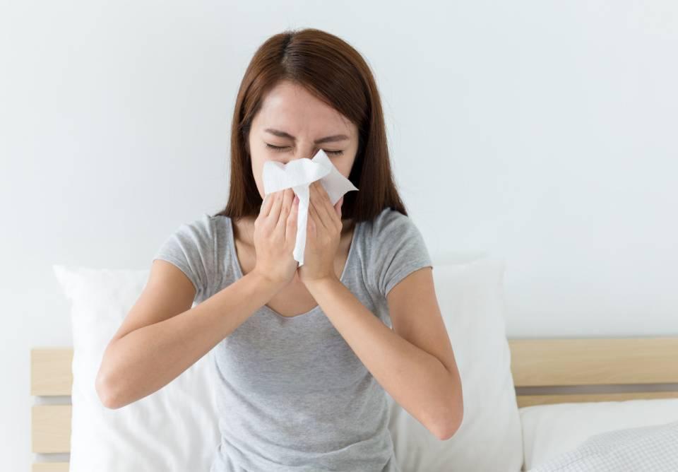 жидкий насморк и чихание чем лечить