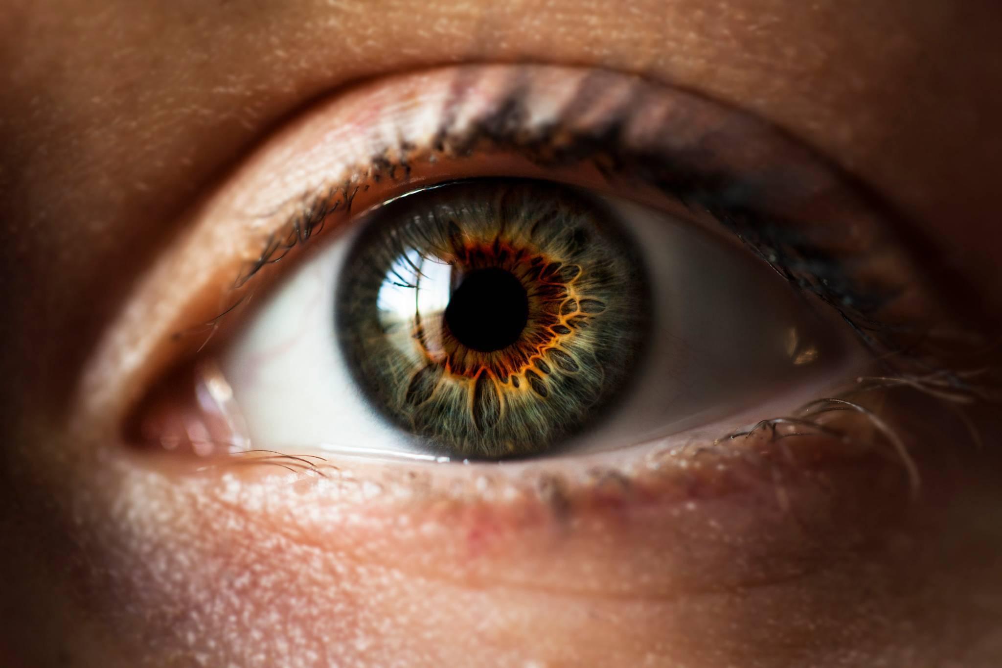 разное зрение на глазах причины