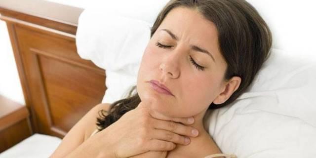 Болит горло то с левой, то с правой стороны и больно глотать