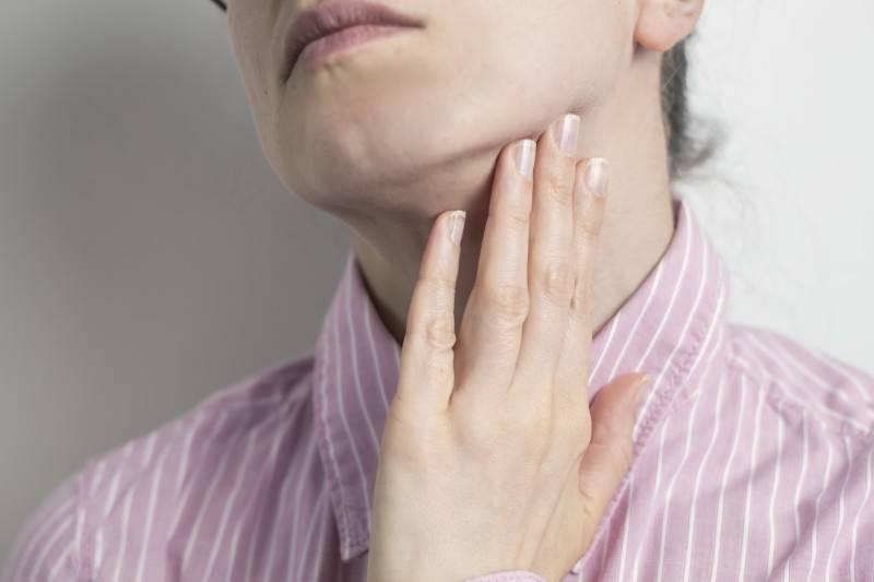 Сухость в горле : причины и лечение — симптомы