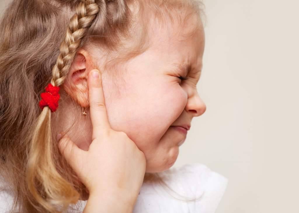 болит ухо при простуде