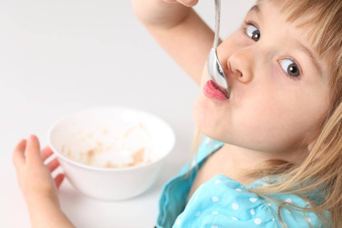 При ангине можно ли пить горячее молоко при