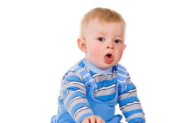 Что делать, если у ребенка першит в горле или он кхыкает горлом