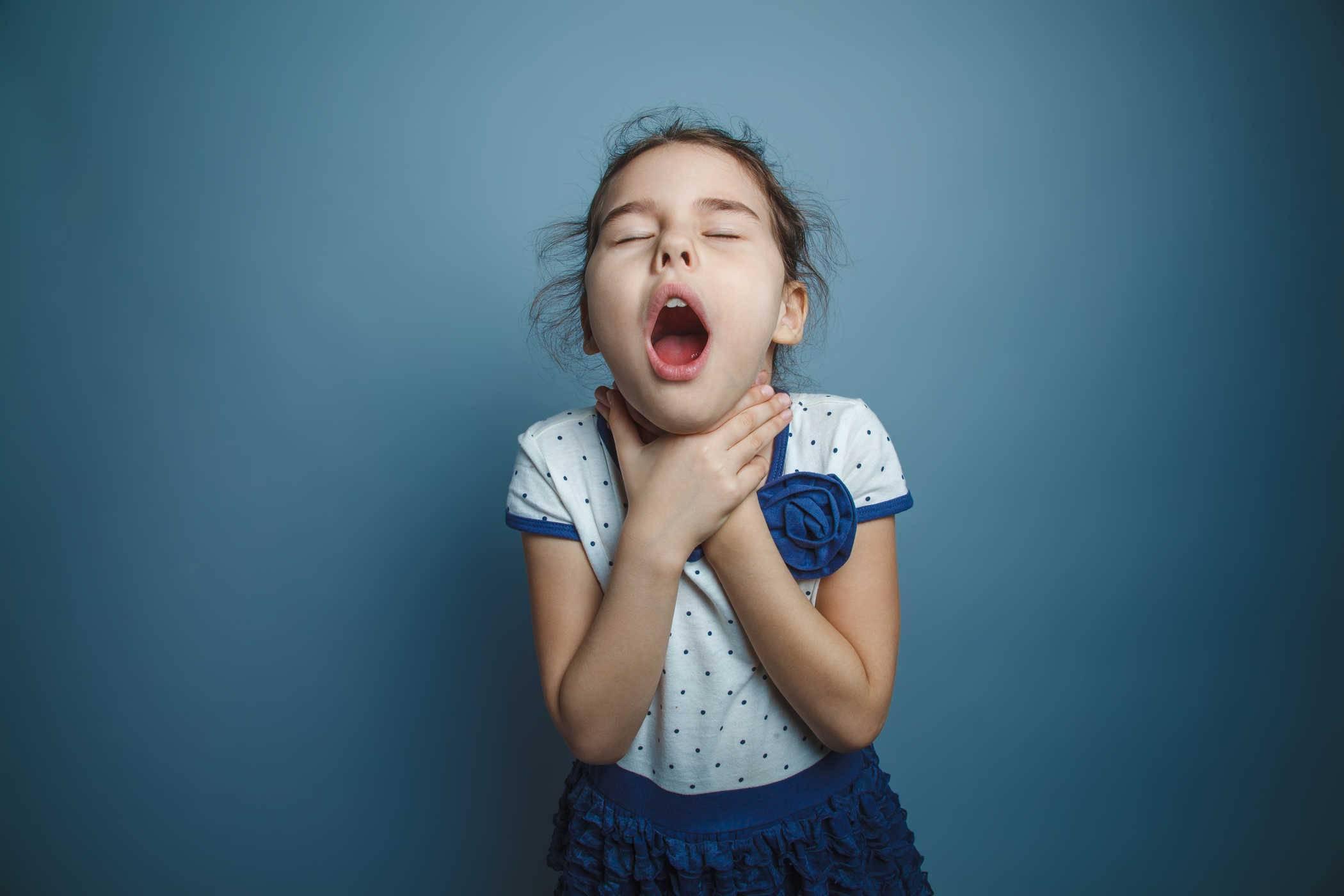 Как лечить удушающий сухой кашель у ребенка