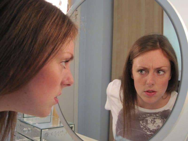 Дисморфофобия: причины, симптомы, лечение