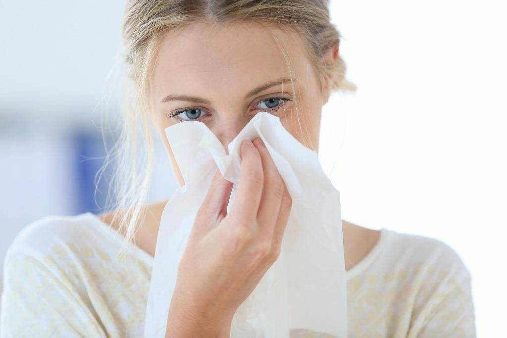 сильный насморк и чихание чем лечить