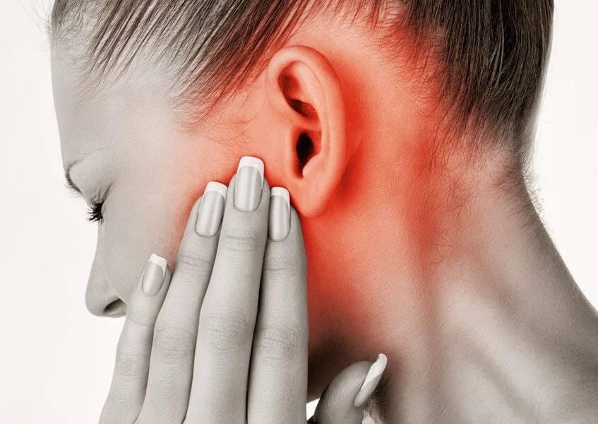 как понять что у грудничка болят уши