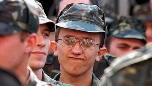 Берут ли в армию с астигматизмом, возмут ли на службы со смешанным астигматизмом?
