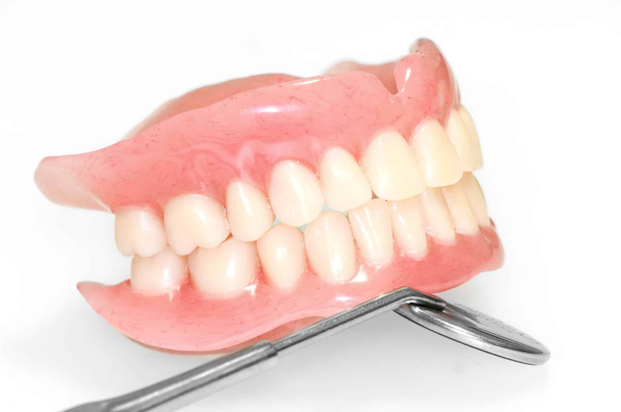 Полный съемный протез: цена протезирования при полном отсутствии зубов в москве
