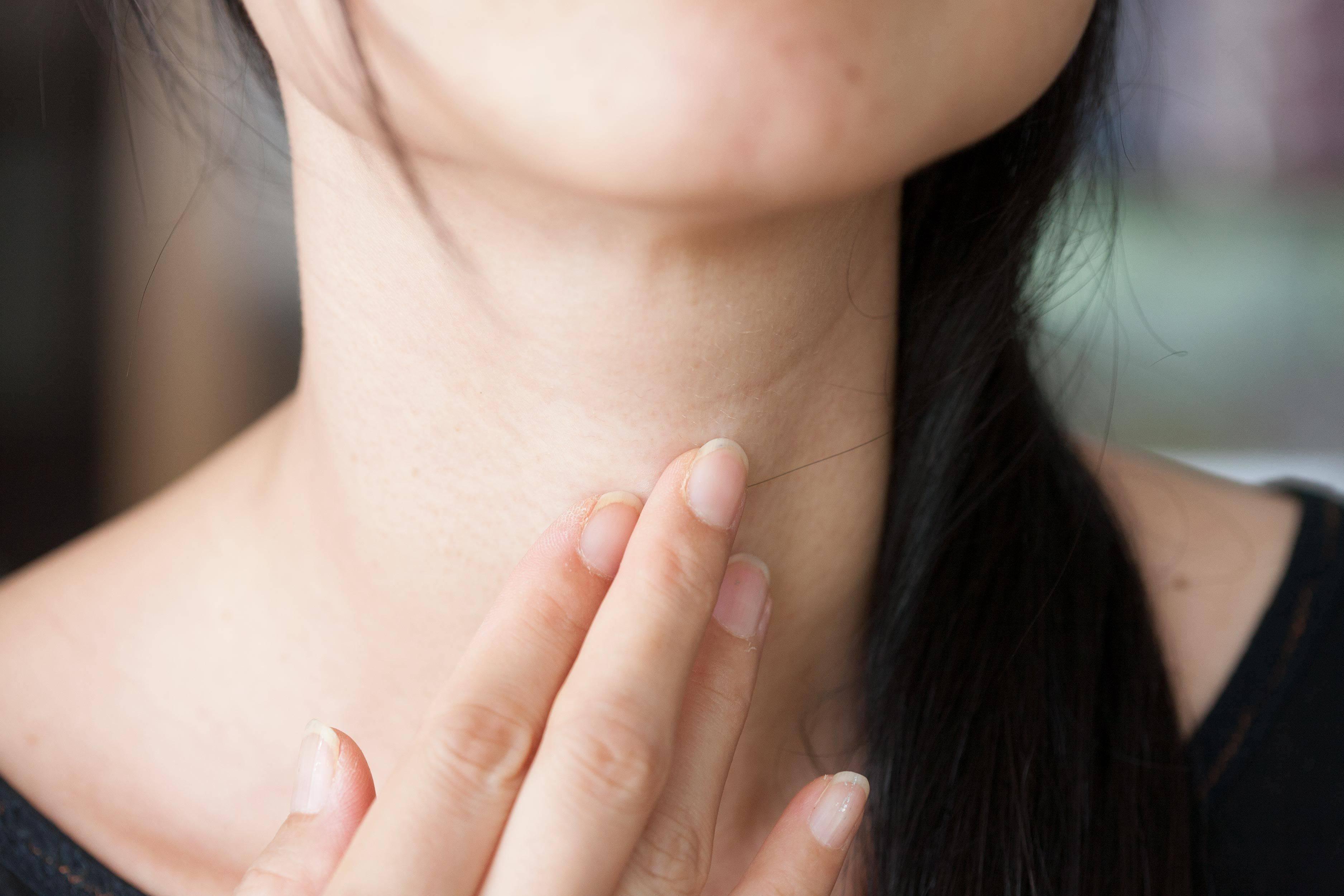 Першение в горле: причины и лечение, лекарства, таблетки, народные средства
