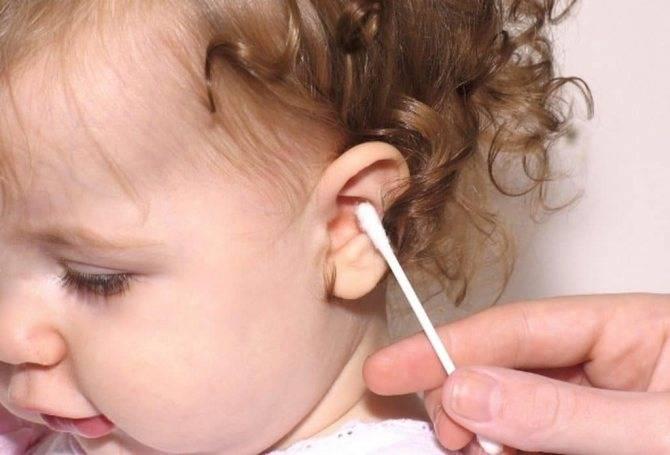 как чистить уши у новорожденного