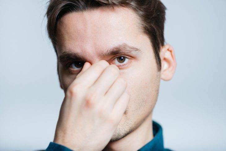 К чему чешется нос - у женщины, у мужчины, приметы