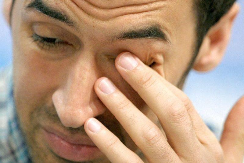 Слезятся и болят глаза причина