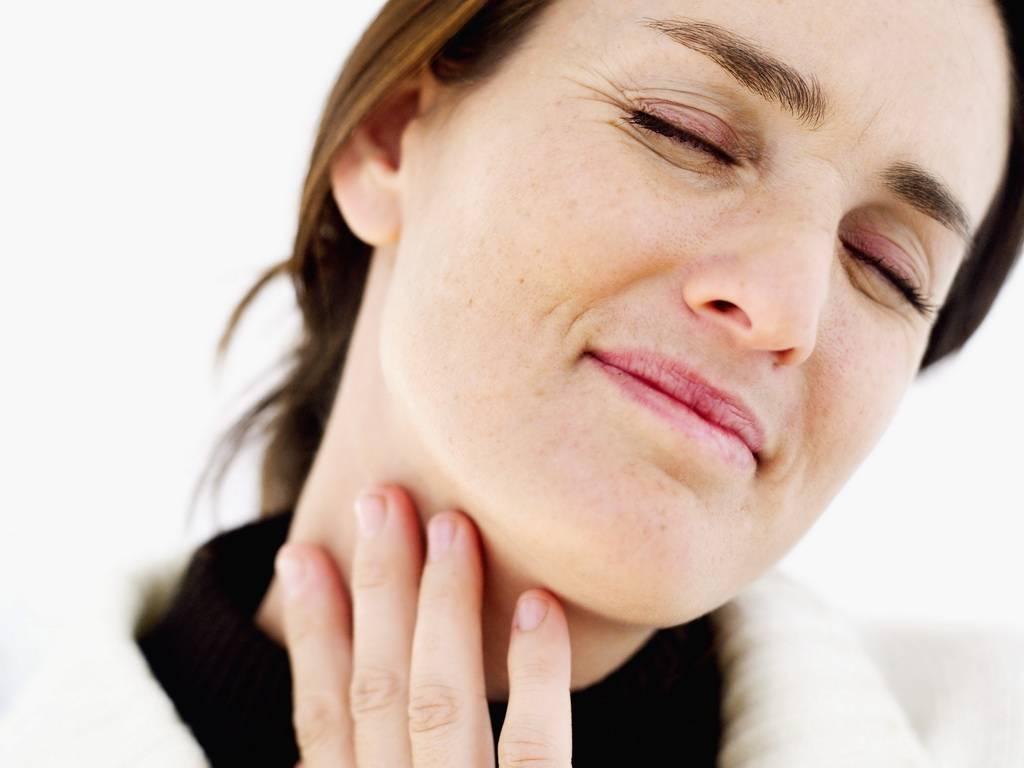 Как избавиться от першения в горле: эффективные средства лечения