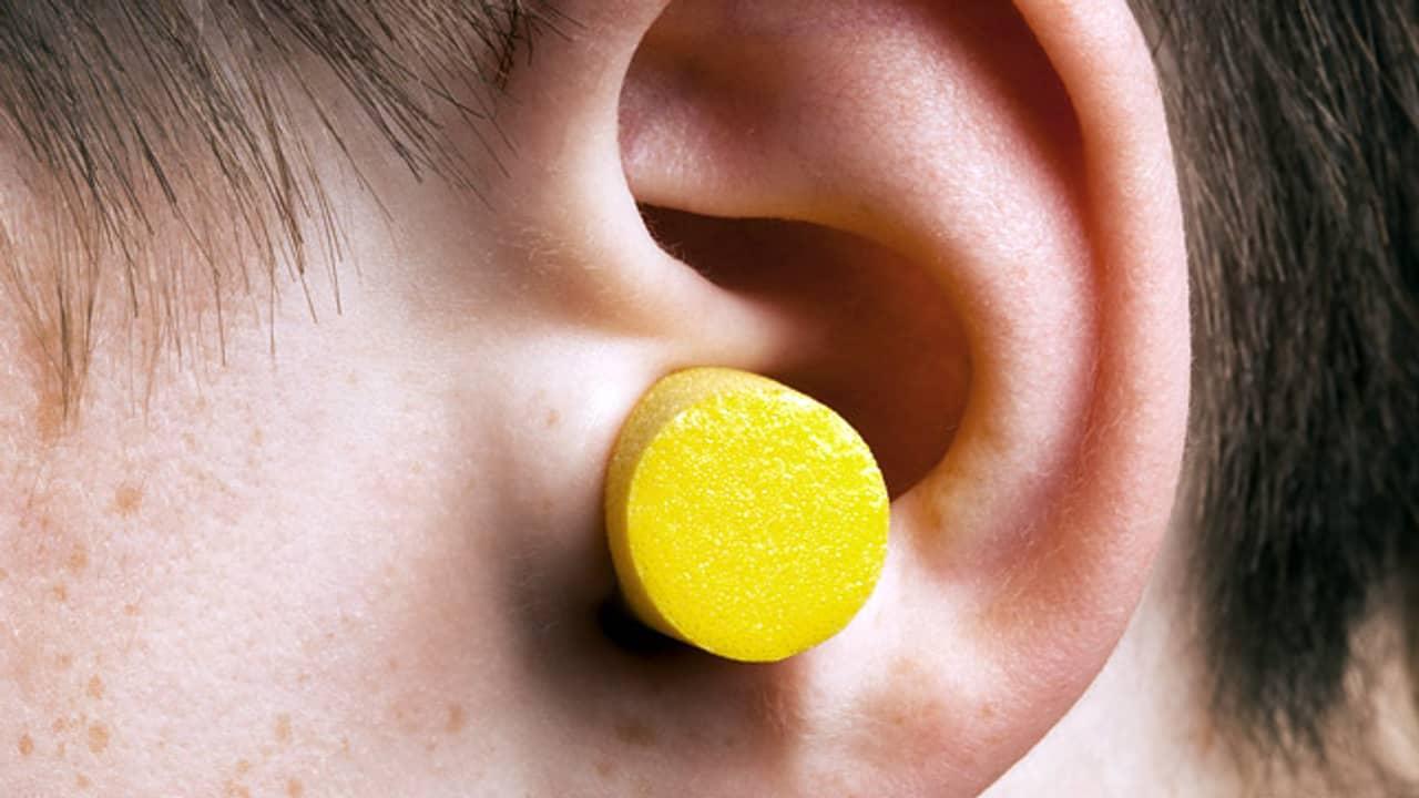 Как правильно промыть ухо от серной пробки в домашних условиях?