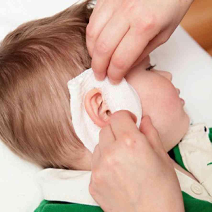 У ребенка болит ухо и температура: первая помощь при первых признаках воспаления