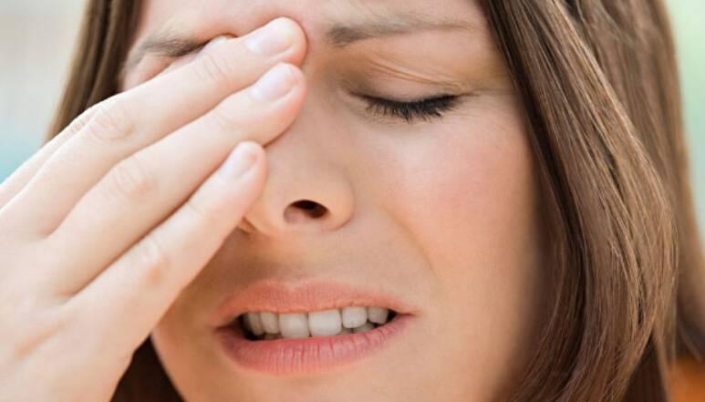 Давящие боли в области лба и глаз