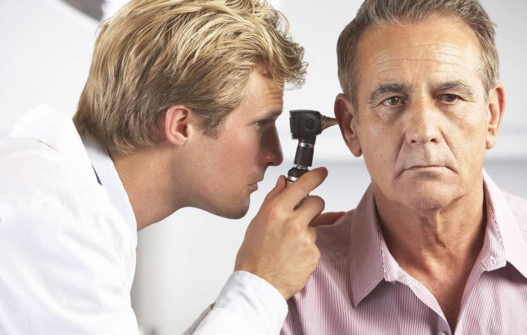 Как называется врач который лечит ухо