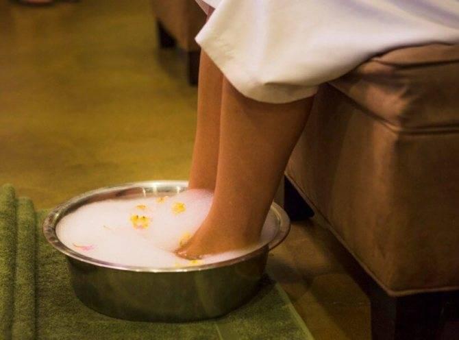 Польза горячих ванночек при простуде: как правильно парить ноги?