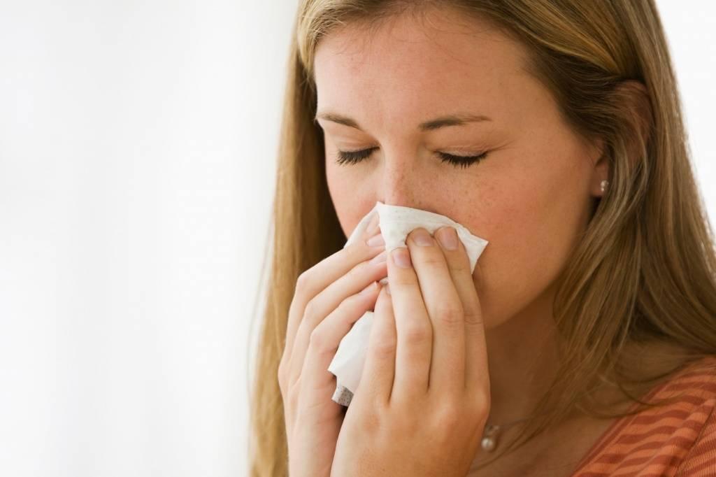 Чем лечить, если сильно дерет горло и сухой кашель: самые эффективные методы