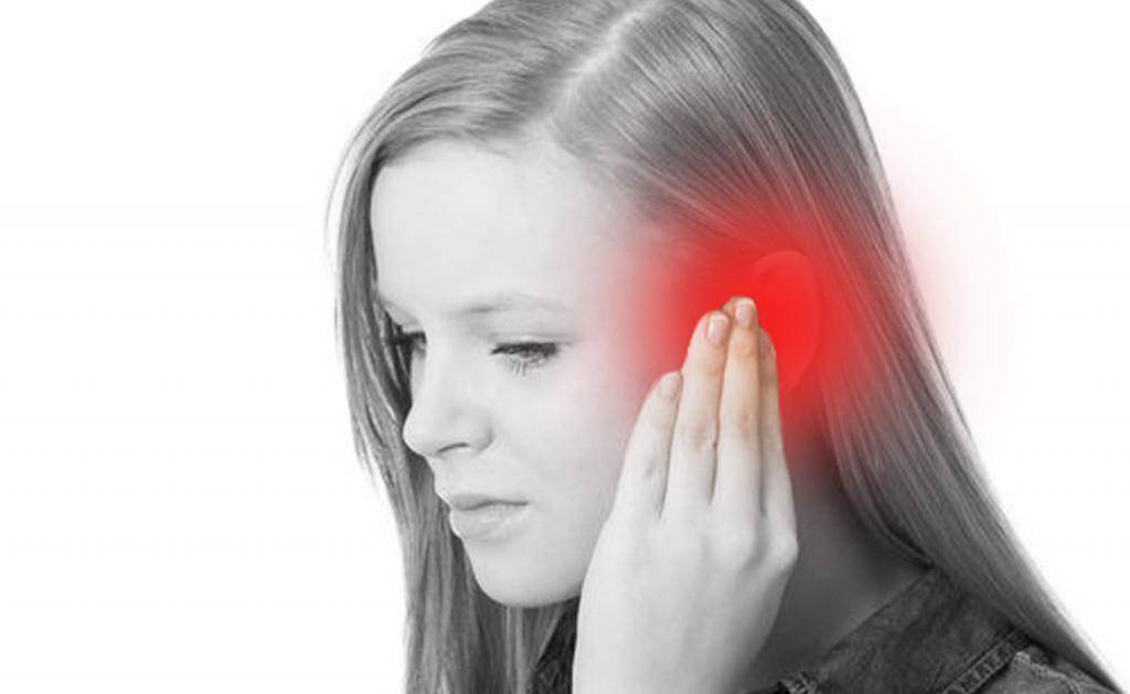 тянущая боль в ухе
