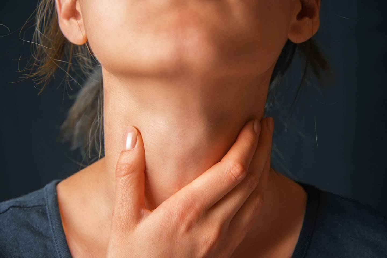 Шишка в горле с левой стороны болит