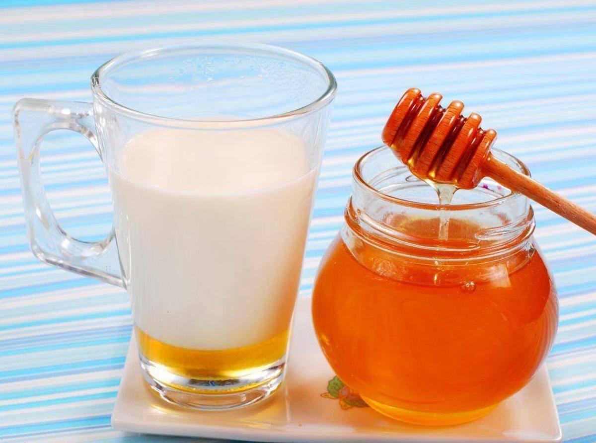 При ангине можно пить теплое молоко
